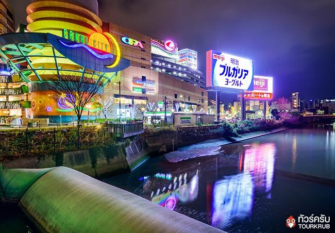 แสงไฟยามค่ำคืนของย่านเทนจิน เมืองฟุกุโอกะ