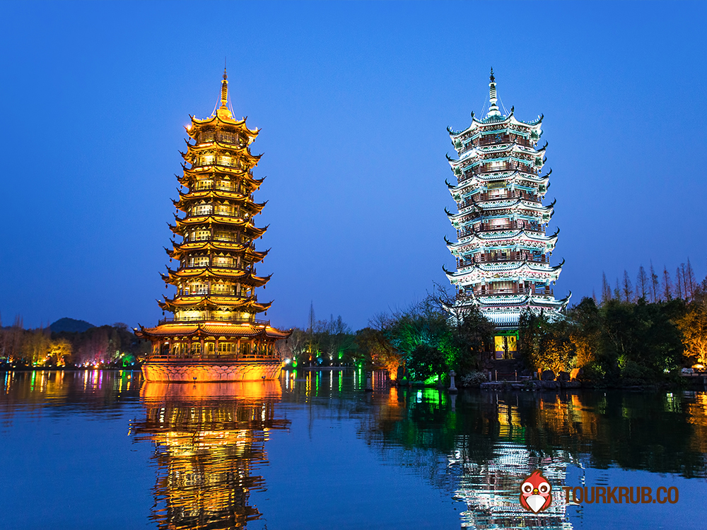 Sun_and_Moon_Pagodas_in_downtown_of_Guilin_Guangxi_Province_China